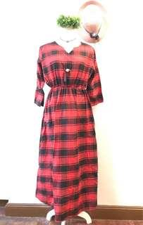 Checkered longsleeve red dress with belt