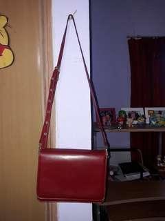 Tas selempang warna merah