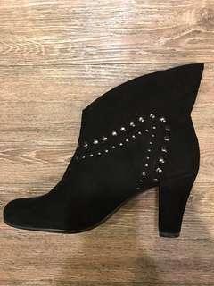 🚚 降價!AEROSOLES 手工麂皮牛仔靴、短靴(黑皮靴)原價約TWD5400、直接二折出售!