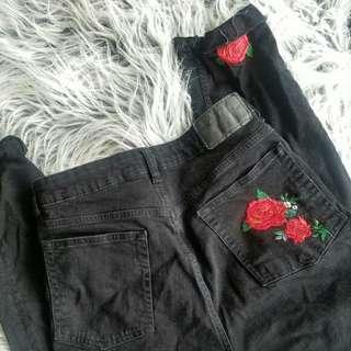 h&m rose embroided black demin frayed jeans ✨🎃