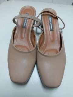Flat sandle size eur 39 in good condition