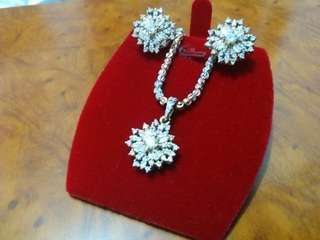 18k Jewelry Set (Necklace + Earrings)