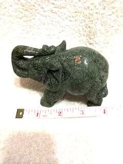 🚚 (42% Off) 4-in Natural Serpentine Elephant 天然蛇纹石大象