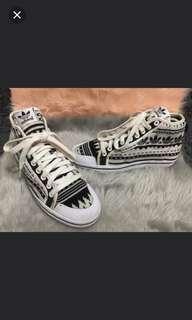 Original Adidas Honeymid  9/10  No issue  Tribal design  Sz 6.5/36.5/23.5cm