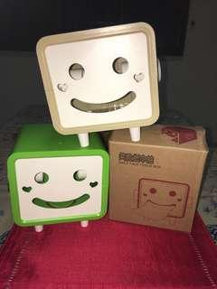 🚚 Smiley face tissues box