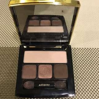 Artistry Eyeshadow palette in Natural Glow