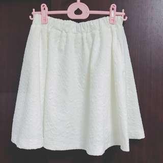 🚚 Olive des olive 白色壓紋半身裙