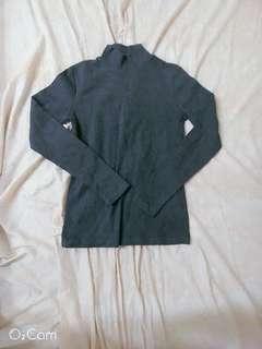 🚚 灰色高領上衣