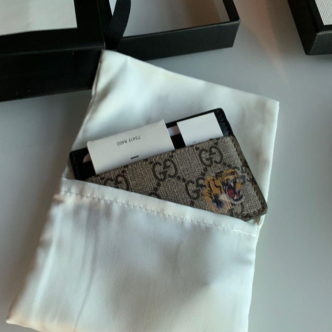 0f2a375b0b7 Gucci gg supreme bengal card case holder