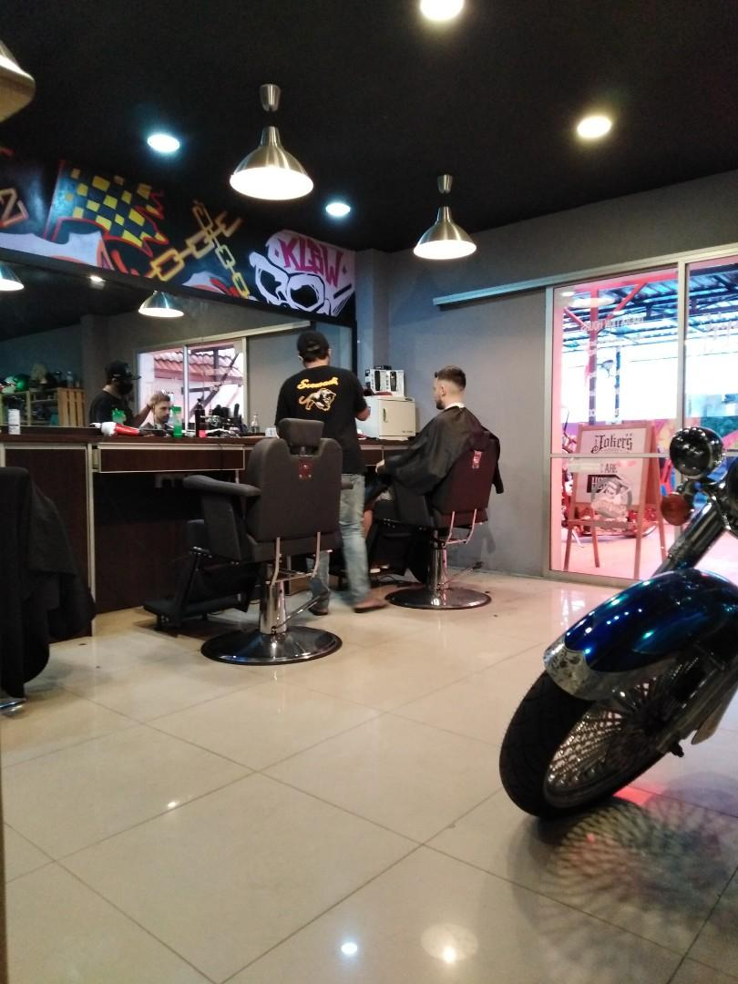 Joker's barbershop