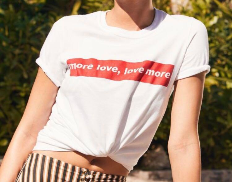 URBAN OUTFITTERS - White 'more love, love more' T-shirt