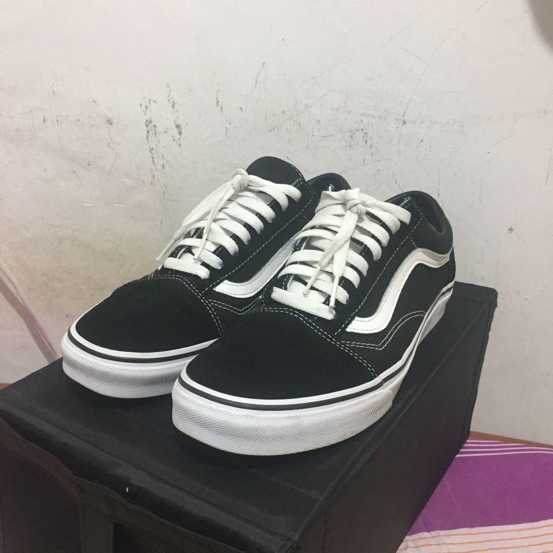 98e5faa93320 Vans Old Skool Classic black white