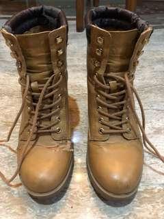Boots ala timberland size 40