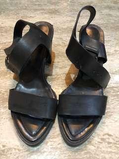 Heels/ hak/ sepatu hitam