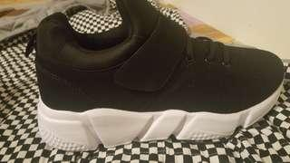 Trainers size 10 . Very light