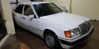 Mercedes Benz E230 1992 White On Green
