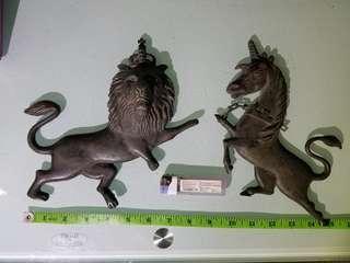 英國銅制品,共重3磅半,幾十年歲月痕迹,老香港懷舊物品  British royal coat of arms  英格蘭的獅子 和 蘇格蘭的獨角獸,英國皇家,英國殖民地
