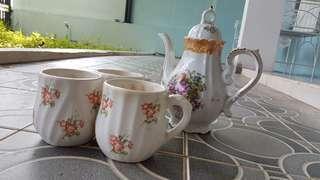 Set Cup High Tea Teko shabby chic import beli di luar negri minum teh cantik motif bunga mewah kondisi ok keramik classic vintage