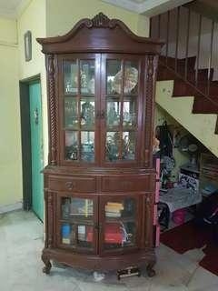 Almari Dekorasi (Display Cabinet)
