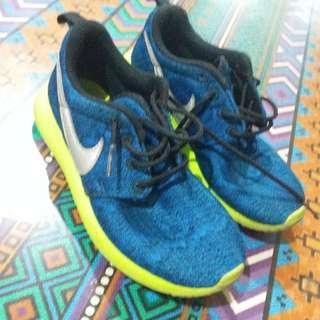 Sepatu Nike Anak No.32