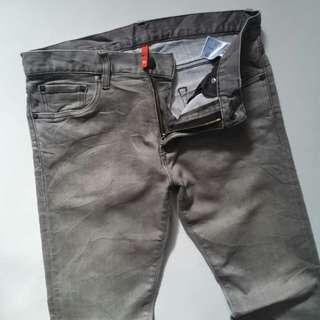 UNIQLO UJ SLIMFIT JEANS SIZE 30 GOOD 96%