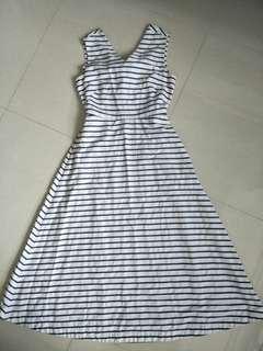 🚚 Stripe Dress with cut open back