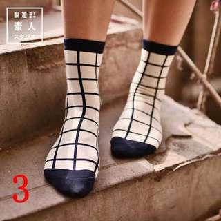 Kaos kaki korea monochrome