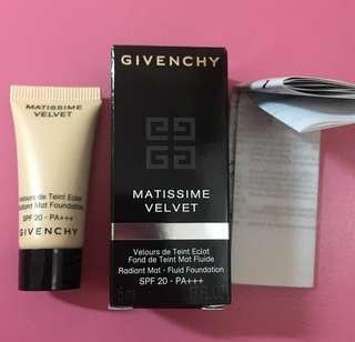 Givenchy Matissime Velvet Radiant mat-fluid foundation 粉底液