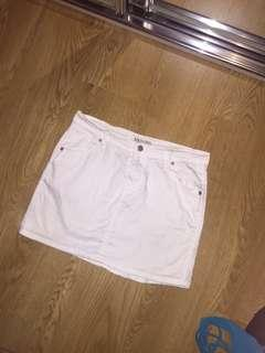 Maxim white denim mini skirt size 12 Medium stretch