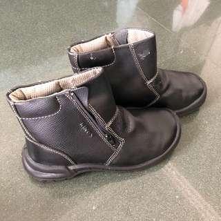 🚚 [BNIB] Black Side-zip Leather Construction Boots - Honeywell King's
