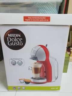 🚚 Brand new in box Nescafe Dolce Gusto Mini Me Coffee Machine with a Box of Coffee Capsules