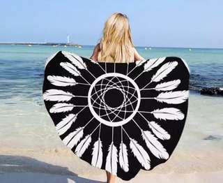 印花流蘇超大毛巾料沙灘巾(黑羽毛)