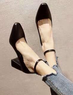 🚚 Plain / basic pointy head heels