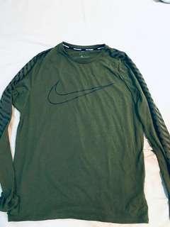 🚚 Nike running 大勾勾 長袖棉質T恤 慢跑衣 軍綠 3M反光 日碼L號 dri fit