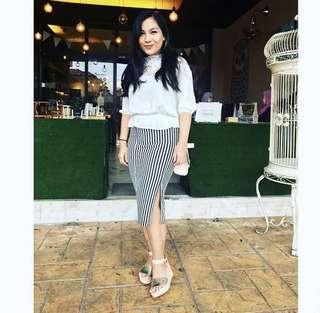 stripe knee length skirt with slit