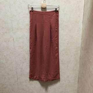 🚚 Rust red pants