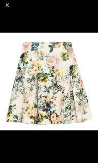 🚚 Pull & Bear floral neoprene skirt