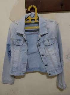 Jaket denim crop (jaket jeans biru)