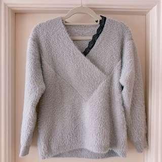 淺灰色冷衫 Light grey sweater