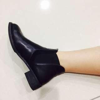Black Slip-On Boots #PRECNY60