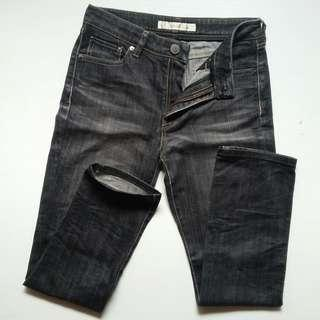 UNIQLO SLIM JEANS SIZE 29-28