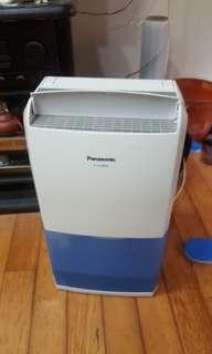 Panasonic 除濕機