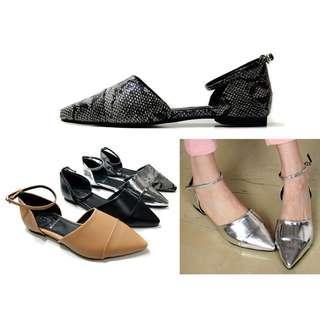 。CiNdEReLlA。100%韓國空運 蛇紋/裸膚/黑/漆皮銀 側鏤空釦環皮質感尖頭平底鞋14S037