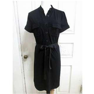 🚚 IROO 純黑彈性萊卡棉感 修身排扣短袖洋裝 38號