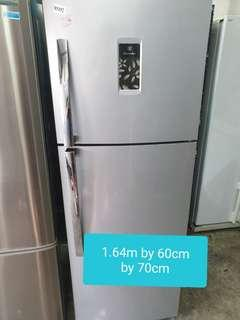 🚚 Used electrolux 319 litres cheap cheap fridge good good condition
