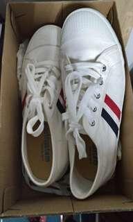 🚚 ★僅試穿未上路★23.5~24南登機口必備小白鞋