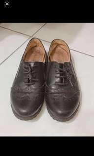 🚚 雕花牛津皮鞋