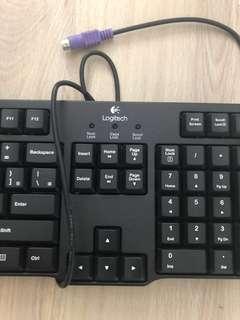 🚚 羅技PS2鍵盤 九成新