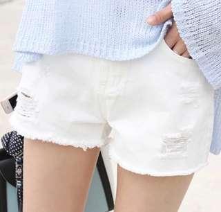 白色爛破洞牛仔短褲
