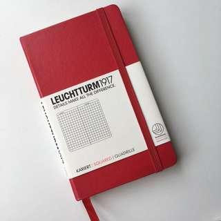 Leuchtturm1917 pocket notebook: squared, red.